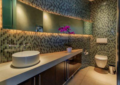 8444-Harold-Way-bathroom-sink