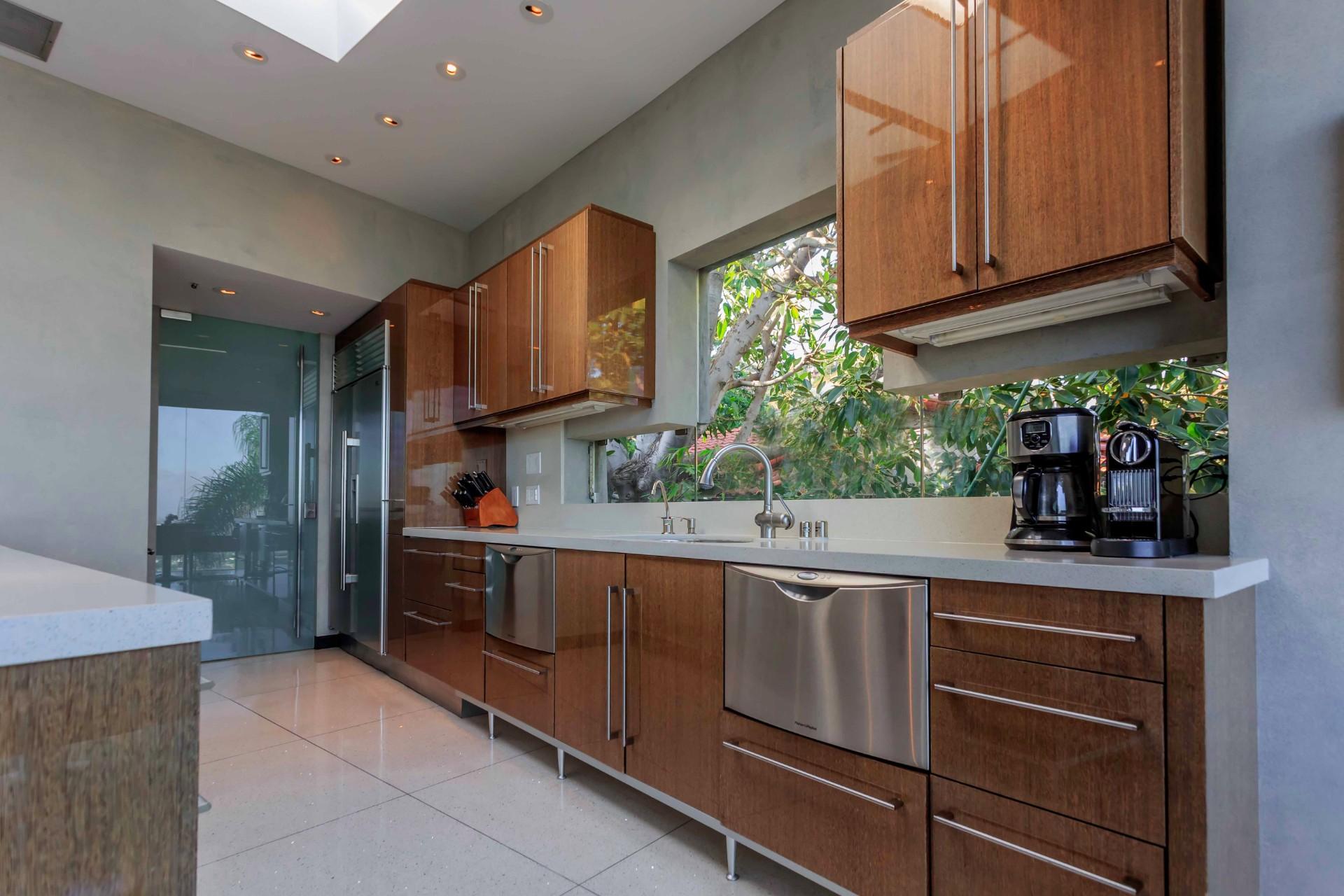 8444-Harold-Way-kitchen-sink