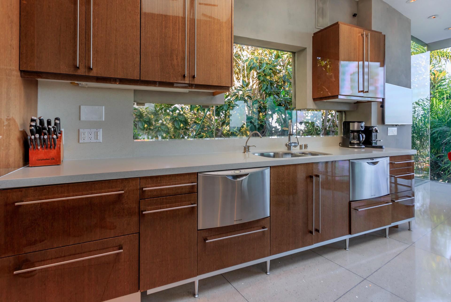 8444-Harold-Way-kitchen-sink2